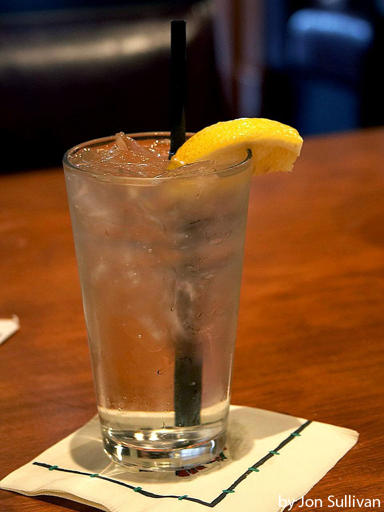 Ice_water_with_lemon